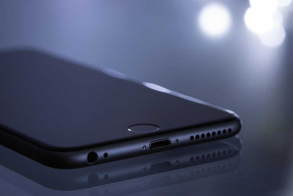 Telefon iPhone cu ecran tactil