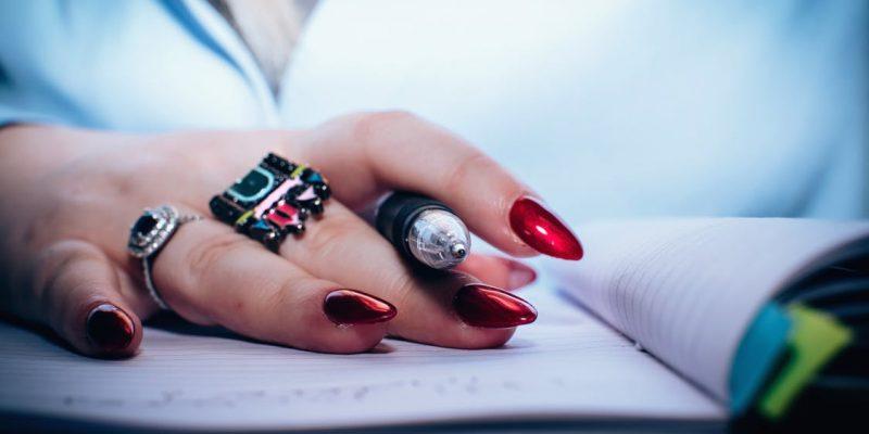 Modele si nuante pentru unghii